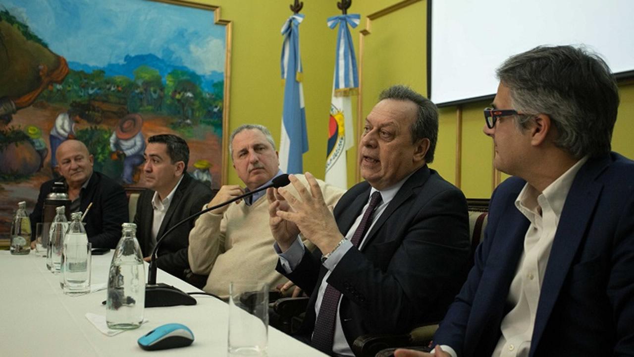 Santos presentó la nueva ruta aérea que cubrirá Madrid - Cataratas del Iguazú