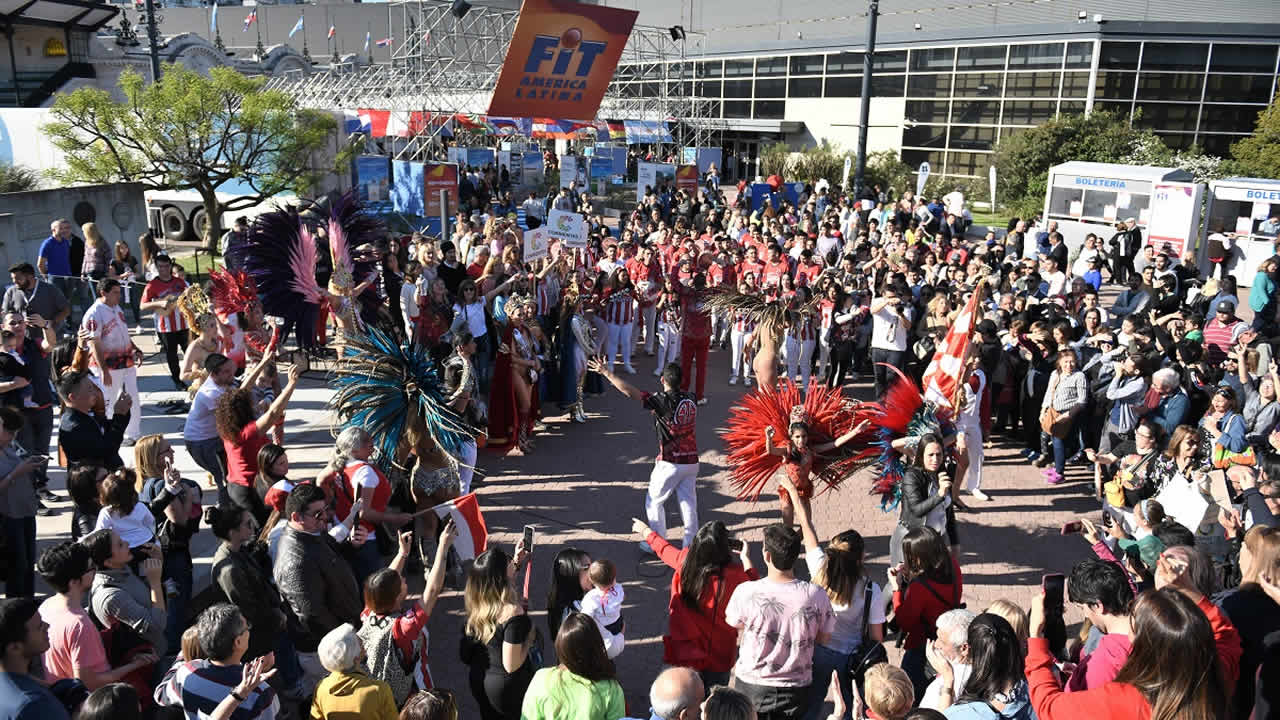 Buenos Aires: La FIT en su segundo día se vistió de fiesta