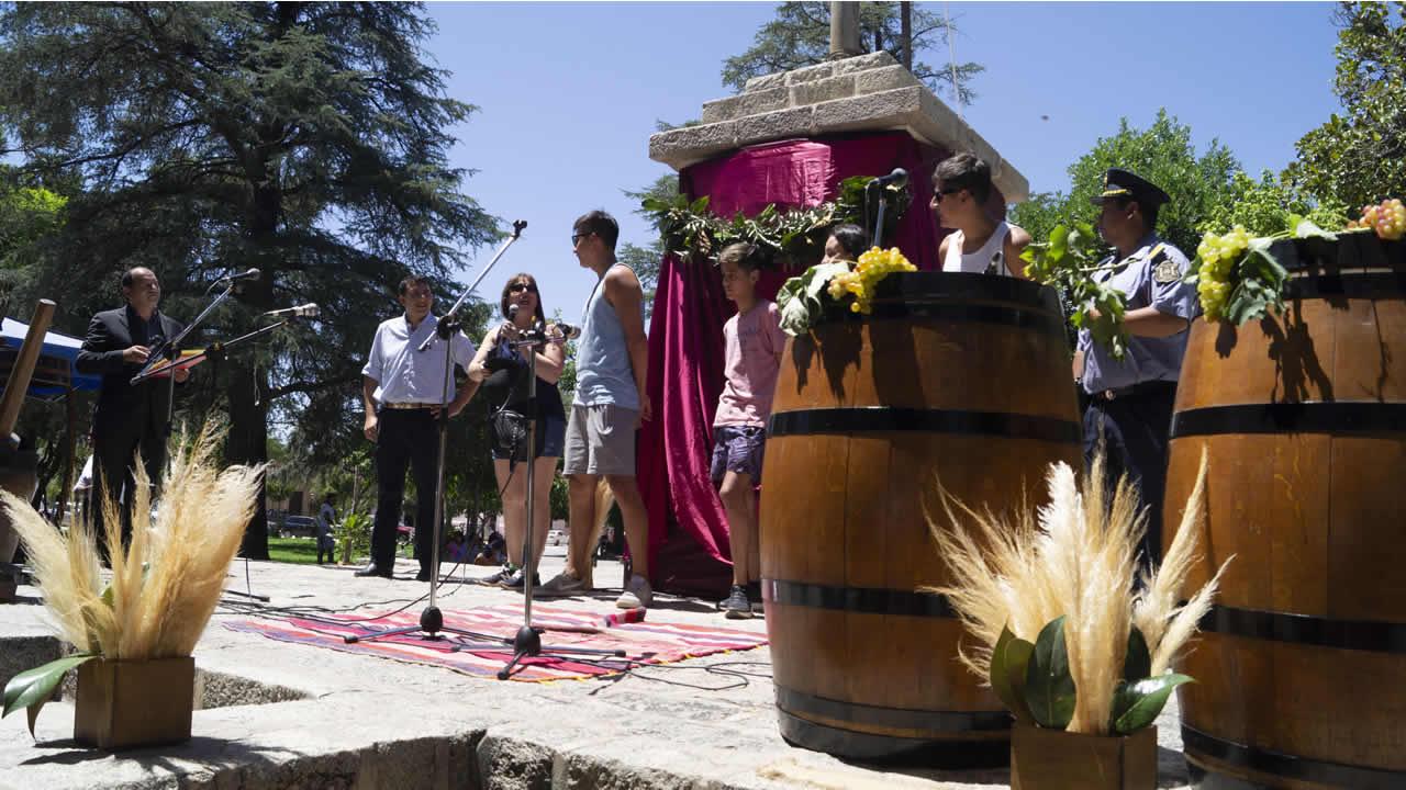 Salta: Cafayate recibió simbólicamente a los primeros turistas de la temporada