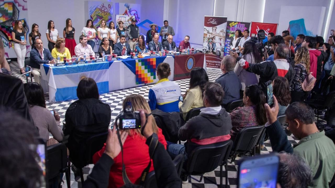 Salta: El Carnaval mas alto del mundo en el Viaducto La Polvorilla