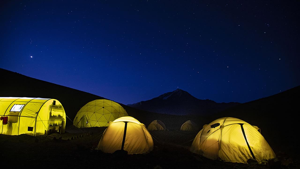 Salta:Turismo aventura en un campamento base en el Llullaillaco