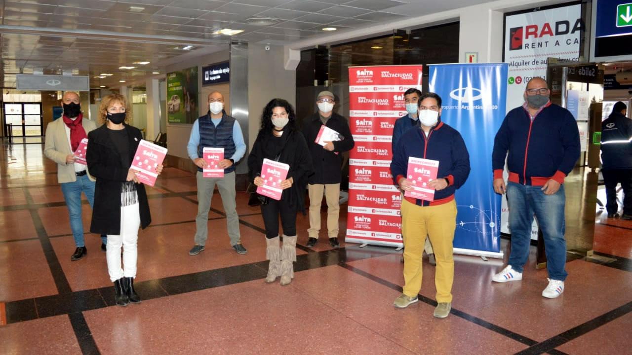 Salta: La ciudad recibió en el aeropuerto a los turistas de la temporada